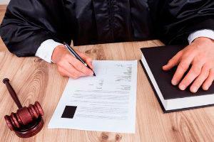 Долг по алиментам после смерти должника: кто платит в 2021 году