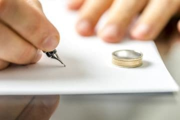 Как поменять ребенку фамилию после развода: порядок изменения в 2021 году