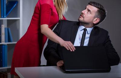 Домогательства на работе: куда обращаться и жаловаться в 2021 году