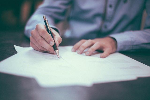 Компенсация за отпуск без увольнения: как получить в 2021 году