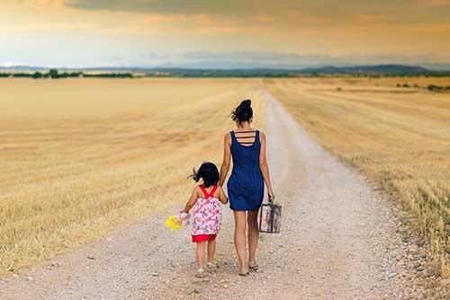 Лишение матери родительских прав: основания и сроки в 2021 году