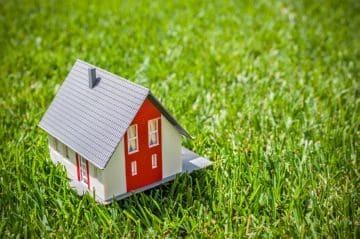 Договор дарения доли дома: образец 2021 года
